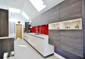 Manor Road South, KT10